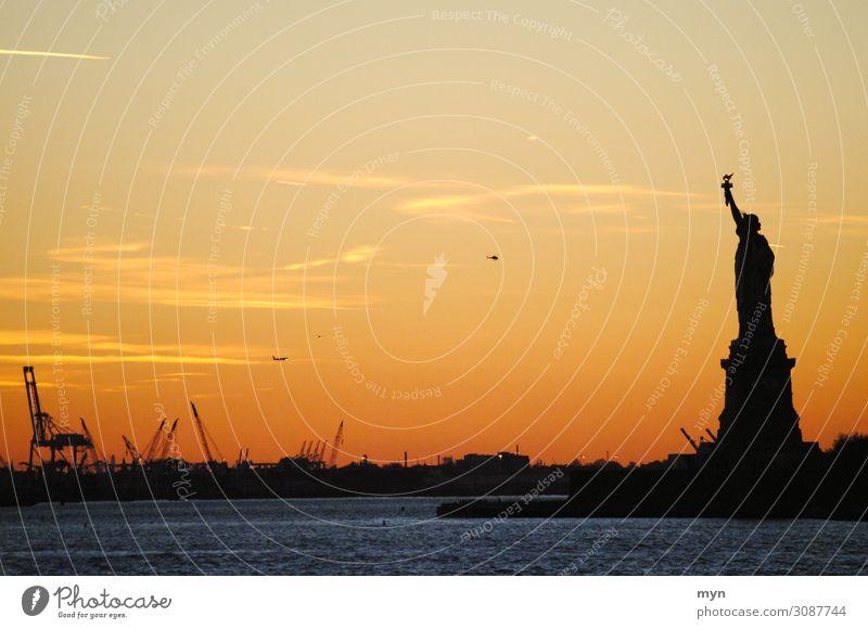 Freiheitsstatue I Ferien & Urlaub & Reisen Stadt Ferne Tourismus USA Fluss Sehenswürdigkeit Hoffnung Skyline Güterverkehr & Logistik Wahrzeichen Städtereise
