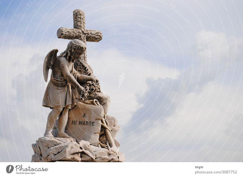 Trauer Himmel Traurigkeit Gefühle Junge Tod Stein Stimmung Mutter Kuba Krankheit Christliches Kreuz Schmerz Engel Skulptur