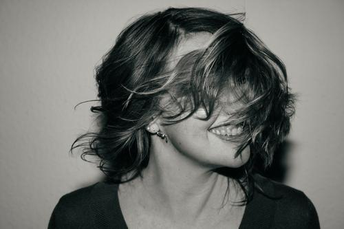 aha! Frau Mensch Jugendliche Junge Frau schön Freude Gesicht Erwachsene Leben lustig feminin Gefühle lachen Glück außergewöhnlich Haare & Frisuren