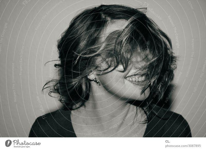 aha! Mensch feminin Junge Frau Jugendliche Erwachsene Leben Kopf Haare & Frisuren Gesicht 1 30-45 Jahre Ohrringe brünett langhaarig lachen außergewöhnlich
