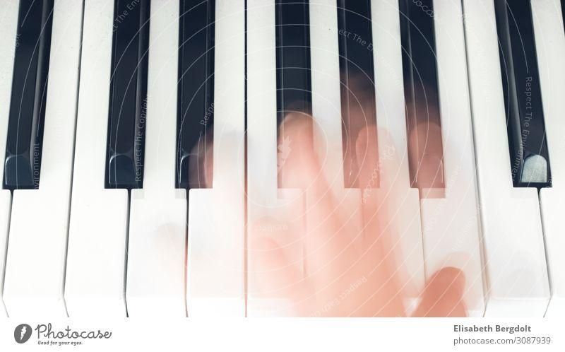 Langzeitbelichtung einer Hand auf Klavier Freizeit & Hobby Kunst Musik Bewegung Gefühle Stimmung Klaviatur musizieren Klavier spielen Farbfoto Gedeckte Farben