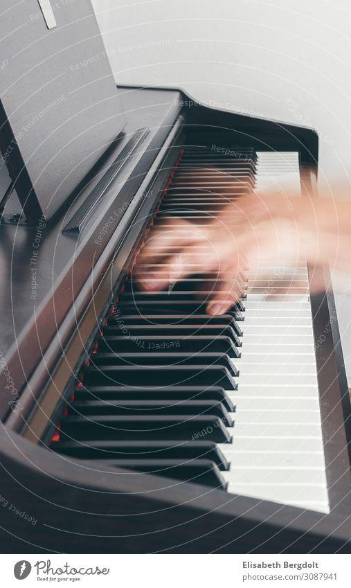 Klavier spielen Freizeit & Hobby musizieren Kunst Musik Bewegung genießen authentisch natürlich positiv braun schwarz weiß Stimmung Leidenschaft Freude