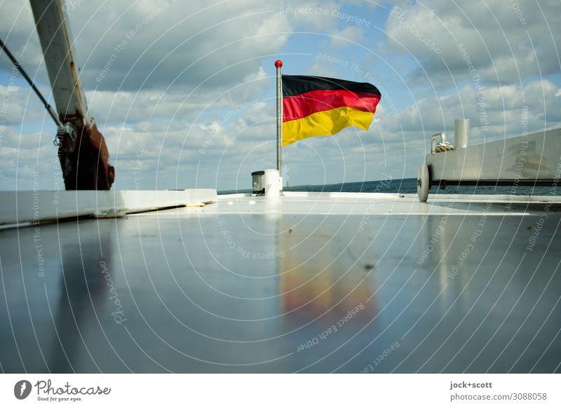 Wind-Wasser-Wellen Ausflug Deutsche Flagge Wolken Frühling See Müritz Bootsfahrt Dampfschiff Metall Streifen fahren frisch glänzend maritim trocken unten weiß