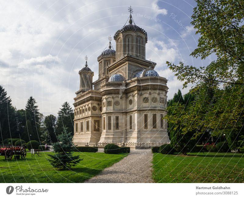 Das Kloster von Curtea de Arges in Rumänien. Ferien & Urlaub & Reisen Tourismus Sightseeing Architektur Himmel Sommer Park Europa Kirche Gebäude