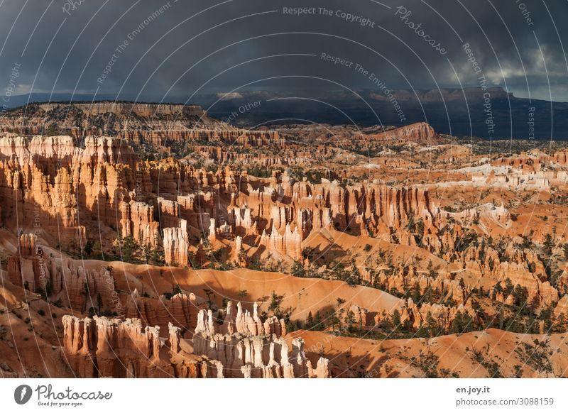 Spazierwege Ferien & Urlaub & Reisen Tourismus Ausflug Abenteuer Ferne Natur Landschaft Gewitterwolken Felsen Schlucht Bryce Canyon National Park
