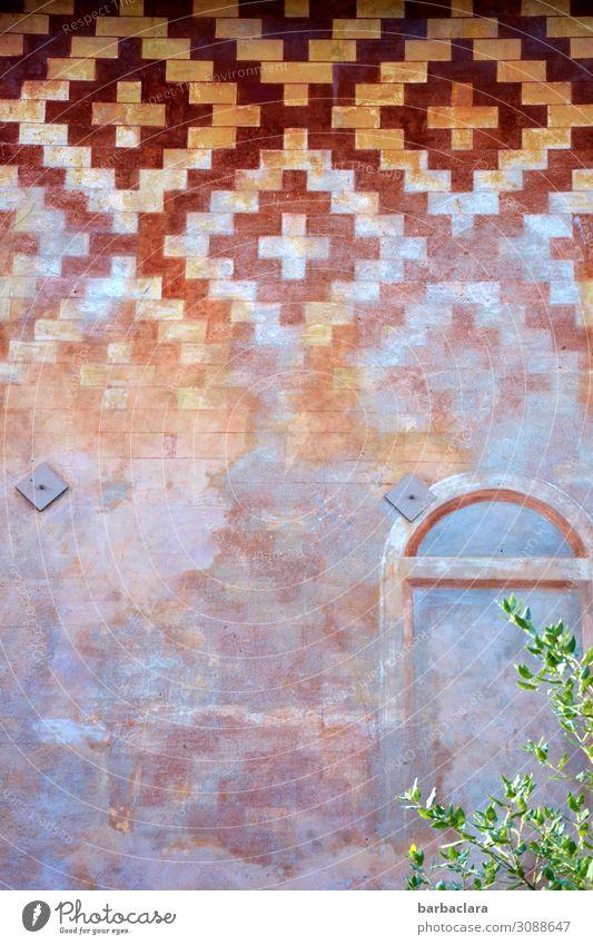 wertvoll | Gebäude mit Geschichte Ferien & Urlaub & Reisen Architektur Sträucher Iseo Italien Fischerdorf Kleinstadt Bauwerk Mauer Wand Fassade Fenster Tür