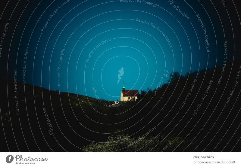 Kapelle auf dem Berg Freude Ausflug Sommer Haus Umwelt Schönes Wetter Hügel Bayern Deutschland Menschenleer Kirche Architektur Fassade Stein entdecken genießen