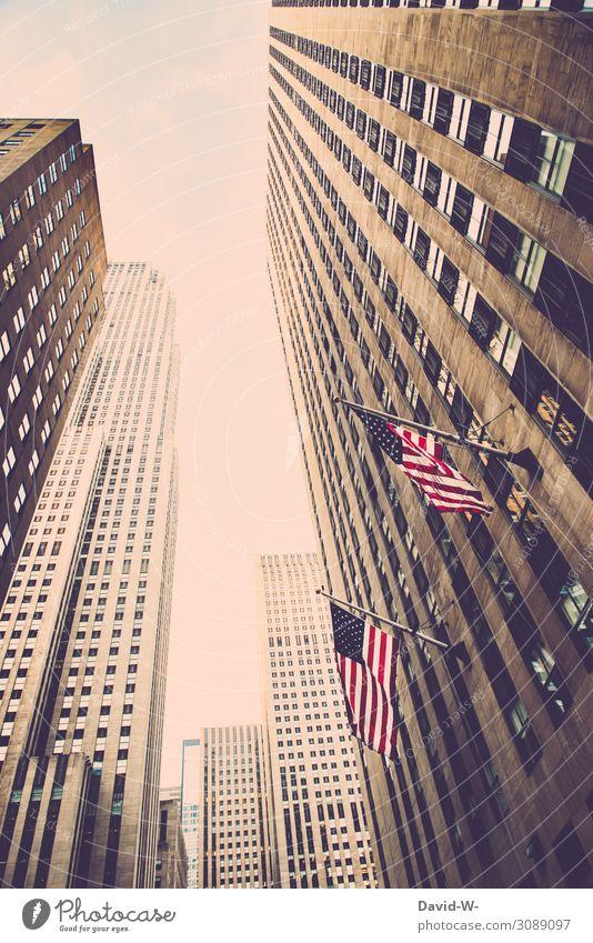symmetrie | Fenster - Hochhäuser / Wolkenkratzer in Amerika mit amerikanischer Flagge symmertrie USA New York City Patriotismus patriotisch Amerikaner Himmel