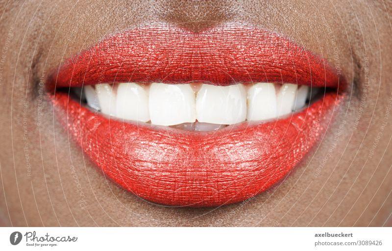 Rote Lippen weiße Zähne schön Schminke Lippenstift Gesundheitswesen Mensch feminin Junge Frau Jugendliche Erwachsene Mund 1 18-30 Jahre Lächeln lachen Erotik