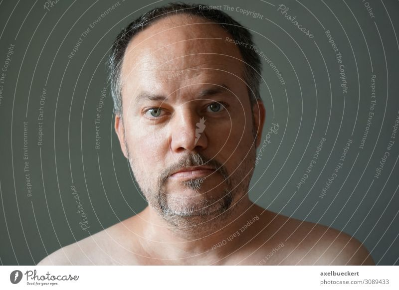 Mann mit Hufeisen-Bart Mensch schön Lifestyle Erwachsene Stil Haare & Frisuren maskulin Behaarung 45-60 Jahre authentisch Coolness schwarzhaarig ernst