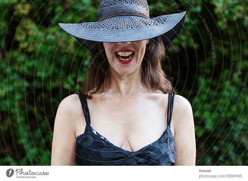 Frau Mensch Natur Pflanze schön grün Baum Blatt Freude schwarz Gesicht Lifestyle Erwachsene Leben feminin Gefühle