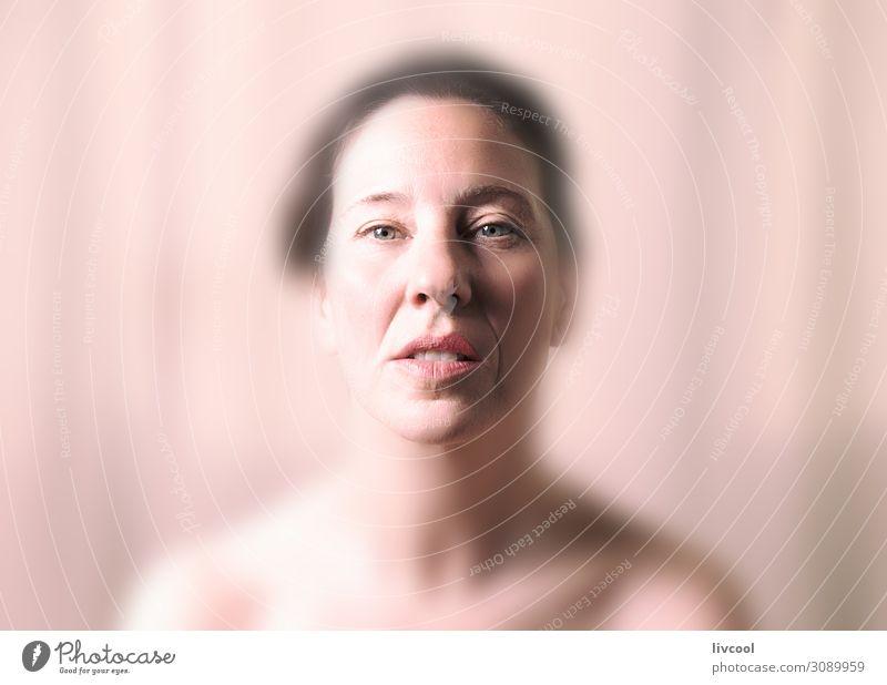 schönheit in rosa tönen II - spanien Lifestyle Gesicht Erholung Mensch Frau Erwachsene Denken träumen Gelassenheit reif Sinnlichkeit lieblich Senior Licht Posen