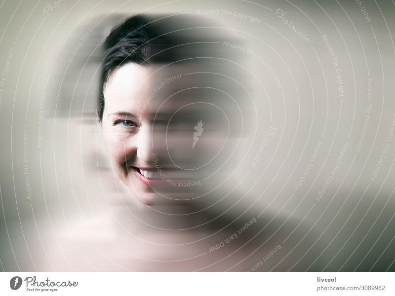 Frau Mensch schön grün Erholung Freude Gesicht Auge Lifestyle Erwachsene natürlich lustig feminin Glück Kopf Denken