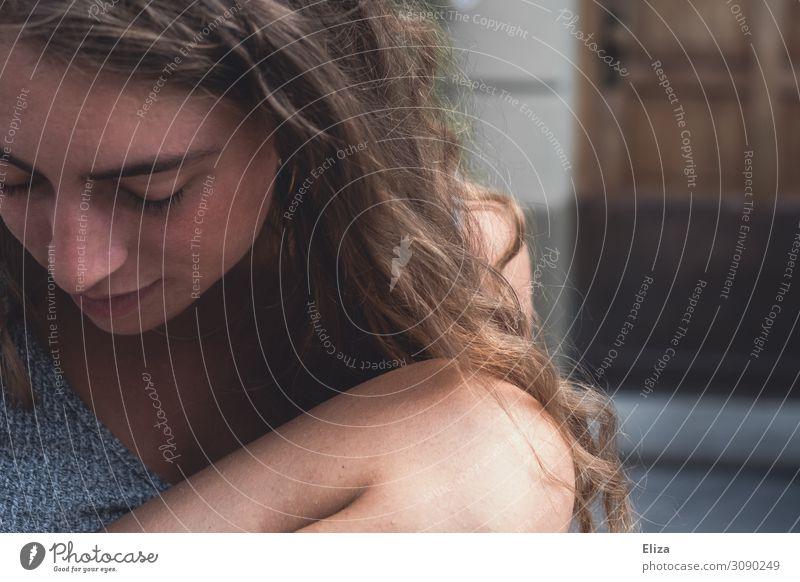 Kurzes Innehalten Mensch feminin Junge Frau Jugendliche Erwachsene 1 13-18 Jahre 18-30 Jahre schön Stimmung Warmherzigkeit gehorsam friedlich Güte ruhig