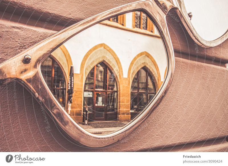 Spiegelung Lifestyle kaufen Stil Architektur Kleinstadt Stadtzentrum Fußgängerzone Fassade Brille Dekoration & Verzierung beobachten entdecken Blick