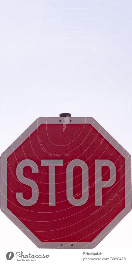 STOP Ferien & Urlaub & Reisen Tourismus Ausflug Städtereise Zeichen Schilder & Markierungen Hinweisschild Warnschild Verkehrszeichen fahren festhalten Blick