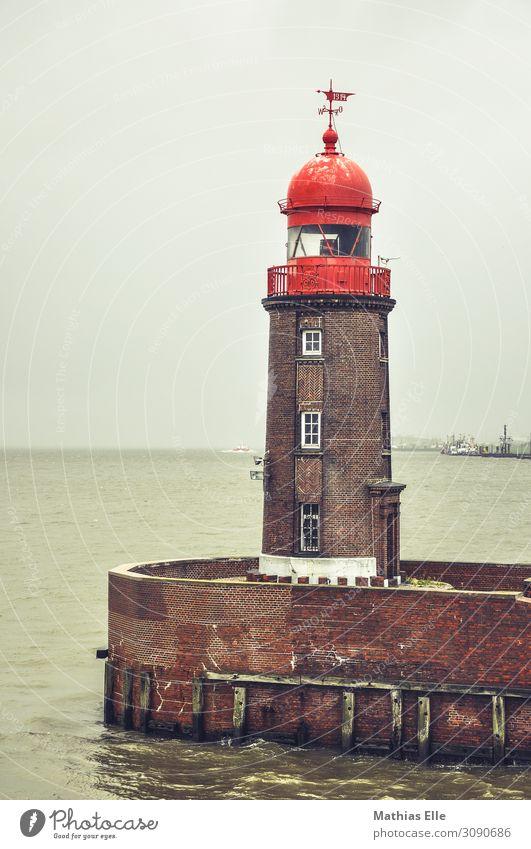 Leuchtturm Landschaft Wasser schlechtes Wetter Küste Nordsee Hafenstadt Haus Industrieanlage Turm Bauwerk Gebäude Architektur Mauer Wand Fenster Wahrzeichen