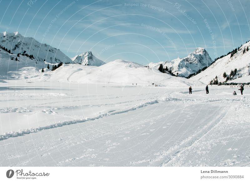 Warth/Schröcken  Vorlaberg Schnee Winter Berge Alpen Landschaft Saloberkopf Berge u. Gebirge Himmel Gipfel Außenaufnahme Schneebedeckte Gipfel Natur Farbfoto