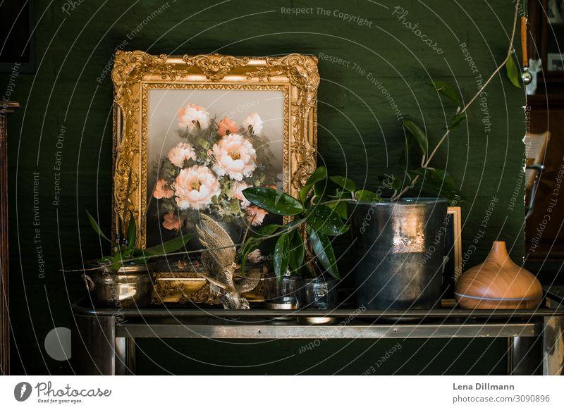 Interior #1 Wohnzimmertisch mit Gemälde und Pflanzen pflanze gemälde bild wohnzimmer interior blumenstrauß zimmerpfalnze wnadfarbe wand grün dunkelgrün Farbfoto