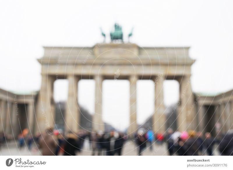 Touristen vor Brandenburger Tor defokussiert Lifestyle Freizeit & Hobby Ferien & Urlaub & Reisen Tourismus Sightseeing Städtereise Mensch Erwachsene