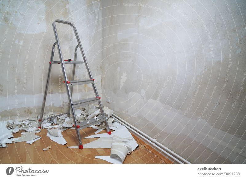 Wohnung renovieren - leerer Raum mit Leiter Häusliches Leben Renovieren Umzug (Wohnungswechsel) Mauer Wand Modernisierung Tapete Tapetenwechsel tapezieren kahl