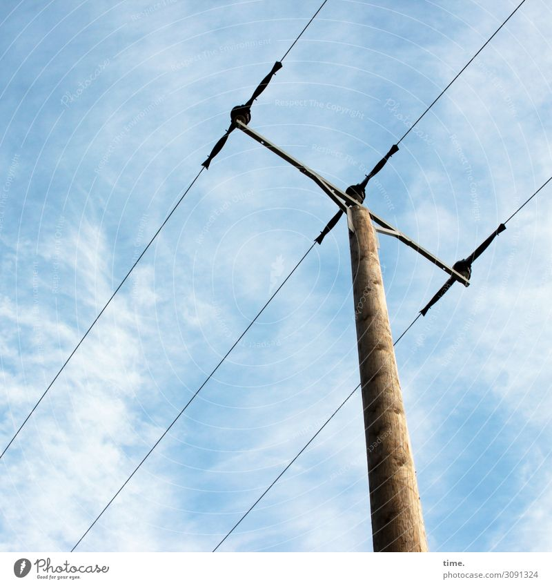 Halswirbelsäulentraining (XV) Technik & Technologie Energiewirtschaft Strommast Leitung Oberleitung Elektrizität diagonal Himmel Wolken Schönes Wetter Holz