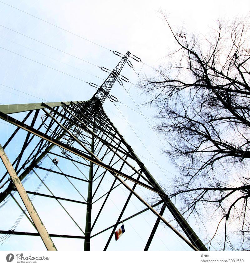 Halswirbelsäulentraining (XVII) Himmel Stadt Baum Wege & Pfade Stimmung Linie Metall Energiewirtschaft Technik & Technologie Perspektive Schönes Wetter hoch