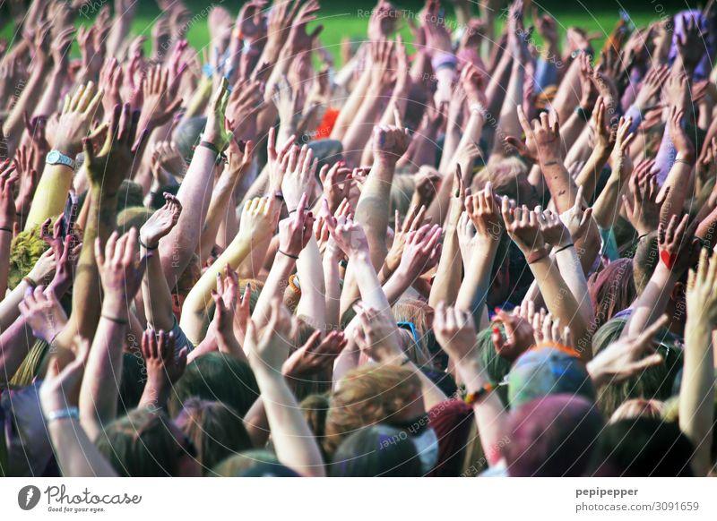 put your hands up in the air Freizeit & Hobby Party Veranstaltung Musik Feste & Feiern clubbing Tanzen Holi Fest Mensch maskulin Leben Menschenmenge 18-30 Jahre