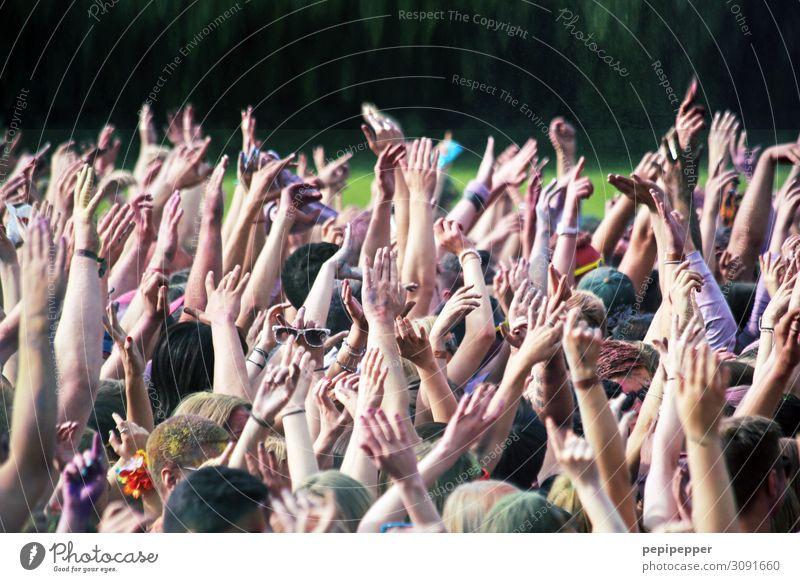 put your hands up in the air Freizeit & Hobby Party Veranstaltung Musik Feste & Feiern clubbing Tanzen Holi Fest Mensch maskulin feminin Leben Menschenmenge