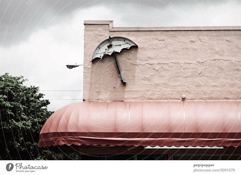 Regenschirm Ferien & Urlaub & Reisen Tourismus Ausflug Häusliches Leben Haus Restaurant Arbeitsplatz Gastronomie Himmel schlechtes Wetter Amerika Gebäude Mauer