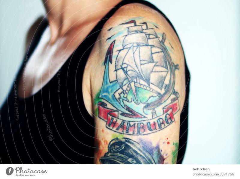 hau(p)tsache | HAMBURG Frau schön Erwachsene Kunst außergewöhnlich Wasserfahrzeug Körper Kraft Haut Arme einzigartig Hamburg Tattoo Leidenschaft Mut Schmerz