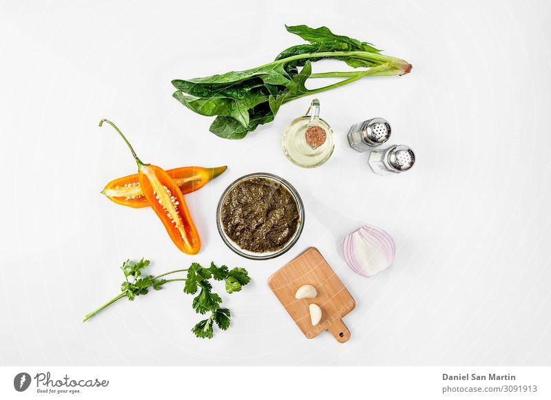 Schüssel mit Sauce Set isoliert Lebensmittel Salat Salatbeilage Kräuter & Gewürze Bioprodukte Vegetarische Ernährung Schalen & Schüsseln dunkel frisch sauer