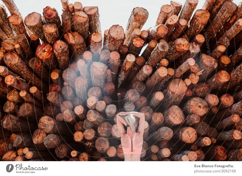 Frau Mensch Ferien & Urlaub & Reisen Natur Sommer Landschaft rot Sonne Baum Erholung Freude Berge u. Gebirge Gesundheit Lifestyle Erwachsene Herbst