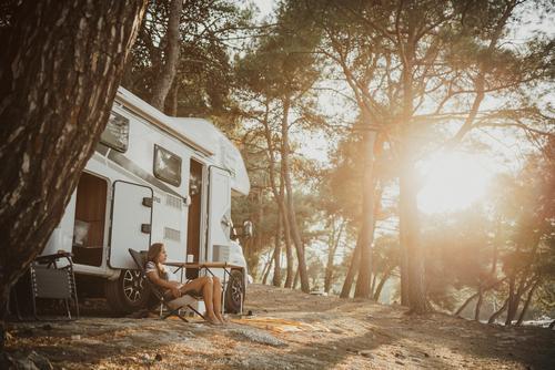 Campen Mensch Ferien & Urlaub & Reisen Sommer Sonne Erholung Einsamkeit ruhig Ferne Berge u. Gebirge Lifestyle Leben feminin Glück Tourismus Freiheit Ausflug