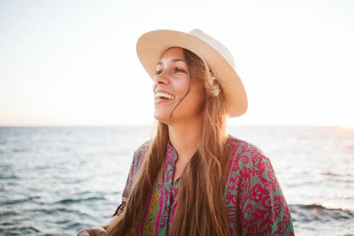 Glück Mensch Ferien & Urlaub & Reisen Jugendliche Junge Frau Sommer schön Sonne Meer Erholung ruhig Freude Ferne 18-30 Jahre Lifestyle Erwachsene Leben
