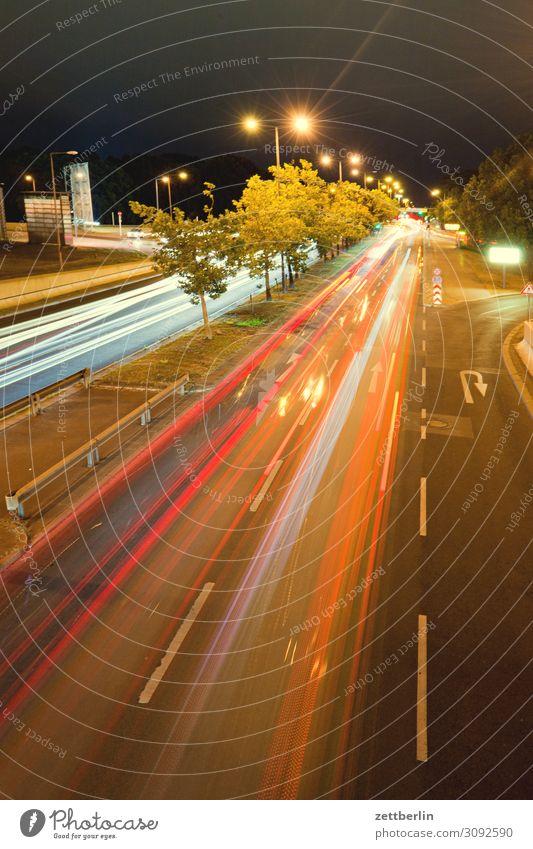 Anfahrt Flughafen Tegel Bewegung mehrfarbig Dynamik Phantasie Straßenkreuzung Licht Lichtspiel Leuchtspur Lightshow Linie Natur Berufsverkehr Rücklicht
