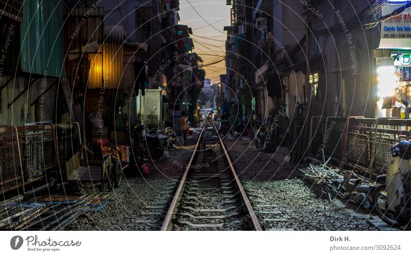Asien Reiseroute Einsamkeit leuchten dreckig einzigartig beobachten Eisenbahn Hilfsbereitschaft Unendlichkeit Sehnsucht Fernweh Wachsamkeit Gleise Verkehrswege