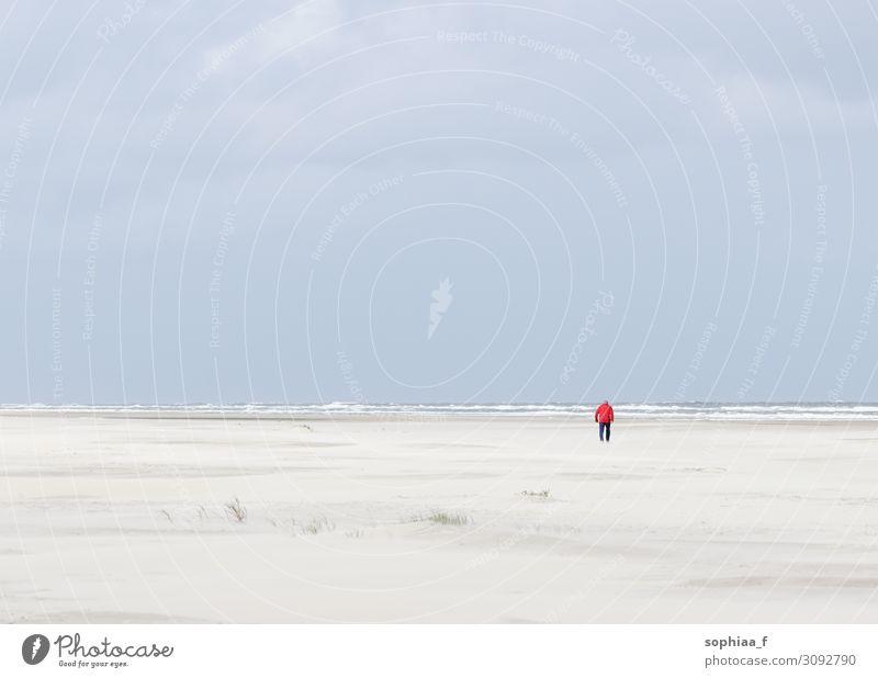 Mann am Meer 1 Mensch Landschaft Horizont Küste Strand Nordsee Ostsee alt rot Zufriedenheit Kraft Gelassenheit ruhig Hoffnung Trauer Tod Sehnsucht Fernweh