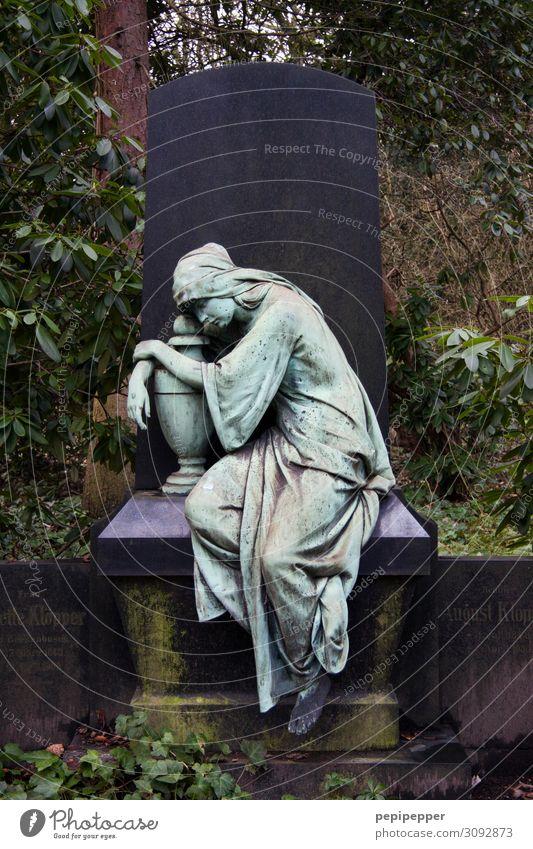 Trauer Mensch Pflanze ruhig Traurigkeit feminin Gefühle Tod Stein Stimmung Körper sitzen Hoffnung Glaube Kleid türkis