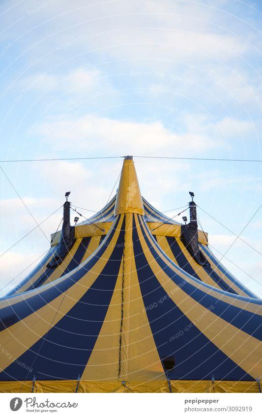 zelt Freizeit & Hobby Circus Arbeit & Erwerbstätigkeit Arbeitsplatz Zirkus Veranstaltung Show Himmel Fassade Sehenswürdigkeit Ornament Fahne gelb schwarz Freude