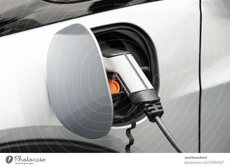 E-Auto Ladestation Technik & Technologie Fortschritt Zukunft Energiewirtschaft Erneuerbare Energie Energiekrise Verkehr Verkehrsmittel Personenverkehr