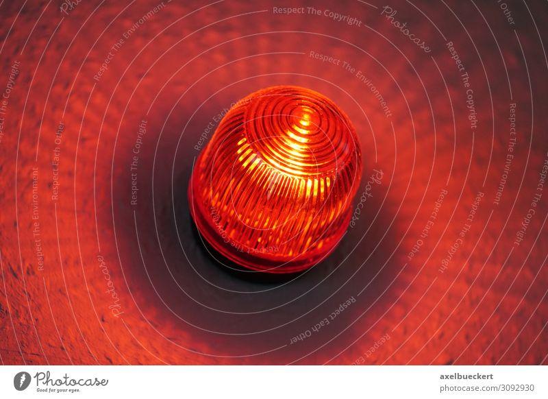 Rotlichtwarnlampe vor Film- oder Tonstudio Technik & Technologie Musik Medien Fernsehen Radio Kino Filmindustrie Video rot Rotlichtlampe Warnleuchte Licht Lampe