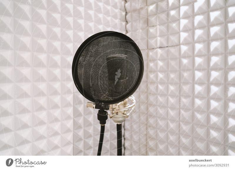 Mikrofon in Sprecherkabine weiß Raum Musik Medien Fernsehen Kino Radio Sprache Ton Gesang Tontechnik Tonstudio Rundfunksender Synchronisation