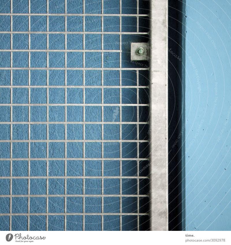 doppelt gemoppelt Gebäude Mauer Wand Zaun Gitter Gitternetz Schraube Beton Metall Stahl dunkel eckig einfach Stadt blau grau Sicherheit Schutz Wachsamkeit