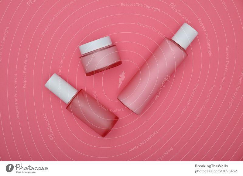 Set mit kosmetischen Hautpflegecremeflaschen auf rosa Flasche schön Körperpflege Kosmetik Creme Schminke Gesundheitswesen Behandlung Wellness Wohlgefühl feminin