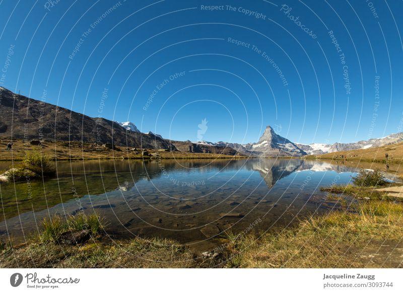 Zermatt - Stellisee wandern Natur Landschaft Wasser Herbst Schönes Wetter Alpen Berge u. Gebirge Matterhorn See Erholung genießen Farbfoto Außenaufnahme Tag