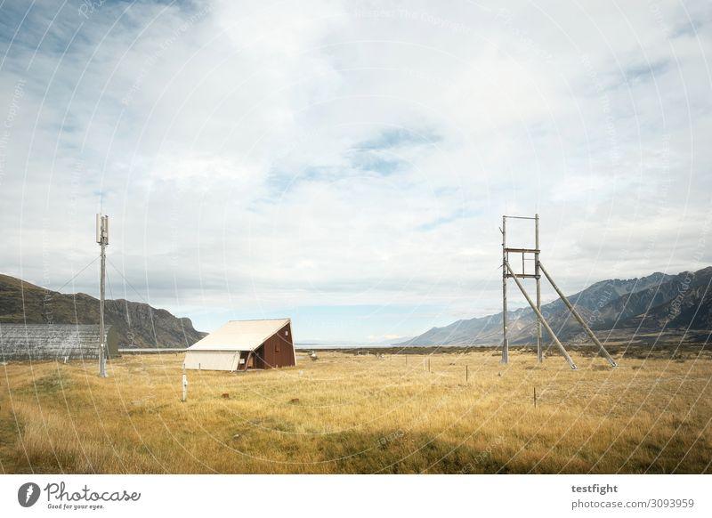 flugplatz Himmel Natur Pflanze Landschaft Haus Wolken Ferne Berge u. Gebirge Architektur Umwelt Gebäude Beginn warten Hügel Bauwerk Hütte