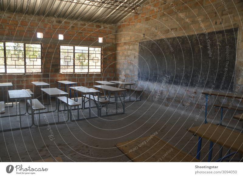 School room Tisch Kindererziehung Bildung Erwachsenenbildung Schule lernen Schulgebäude Klassenraum Tafel Studium Hörsaal Prüfung & Examen Haus Gebäude Mauer