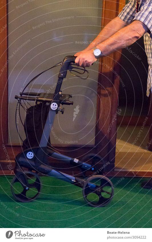 Bewegungsfreiheit kaufen Gesundheitswesen Seniorenpflege Wohlgefühl Zufriedenheit Häusliches Leben Wohnung Rollator Mann Erwachsene Haus Fußmatte