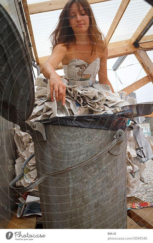 wertvoll I receycling Häusliches Leben feminin Junge Frau Jugendliche Kunst Künstler Kunstwerk Theaterschauspiel Bühne Medien Printmedien Zeitung Zeitschrift